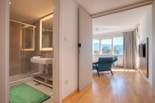 Apartament Suite z osobną sypialnią  tarasem i widokiem na morze