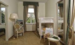 Pokój Rodzinny z osobną sypialnią i widokiem na ląd